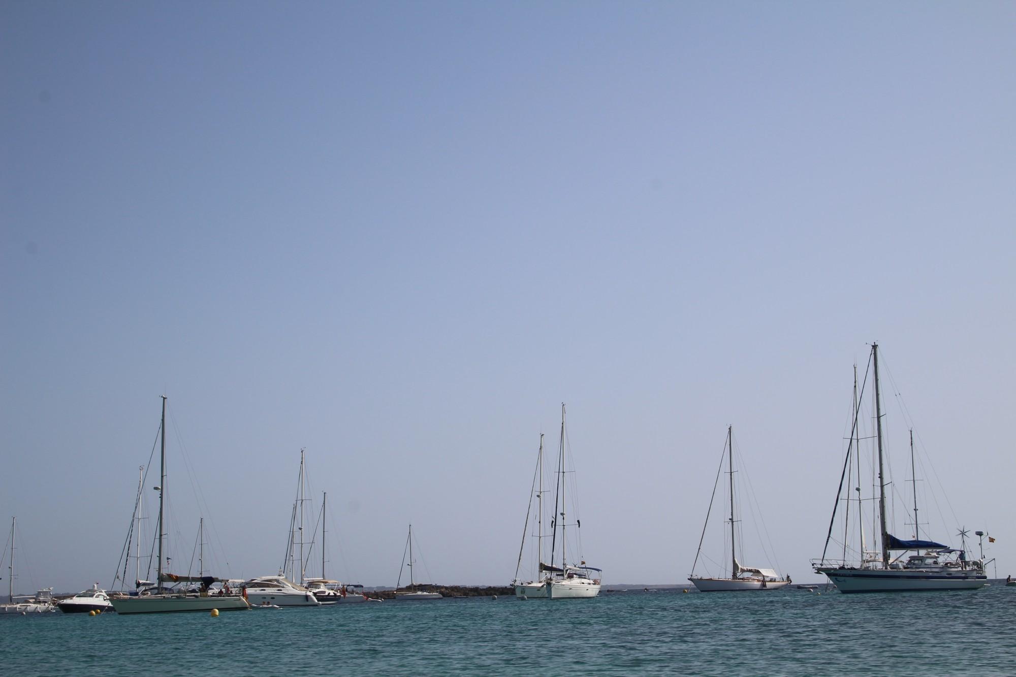 Embarcaciones en la isla de Espalmador